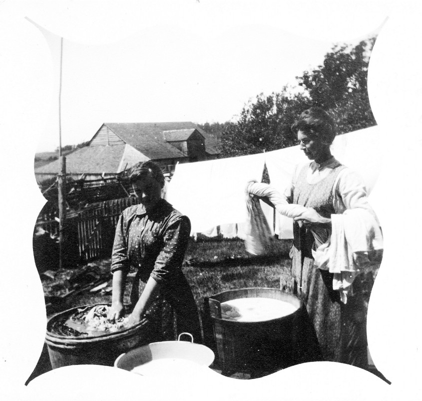 Etta Lightheart (Egeland) and Her Aunt, Lizzie Lawson, Doing Laundry. Photo Courtesy of San Juan Historical Museum