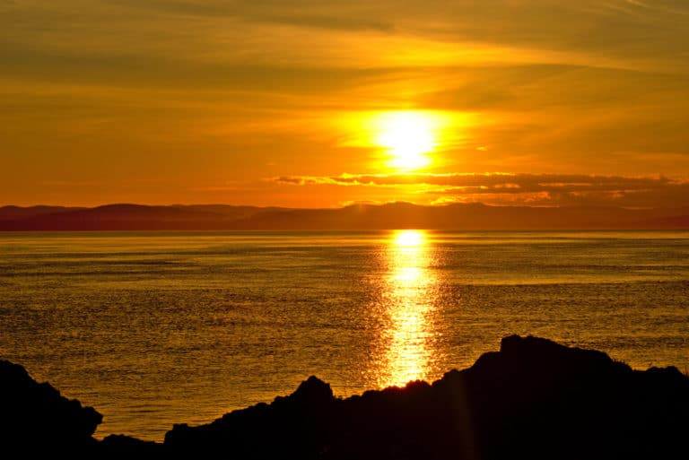 A Stunning sunset at Lime Kiln Point State Park on San Juan Island